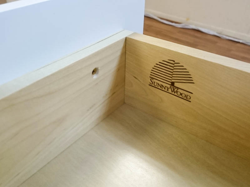 Shaker Hill (Sunnywood Cabinetry): Strong plastic cam lock ...